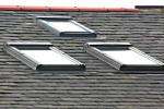 Перед желающими увеличить полезную площадь за счет чердака встает вопрос как сделать в крыше окно.