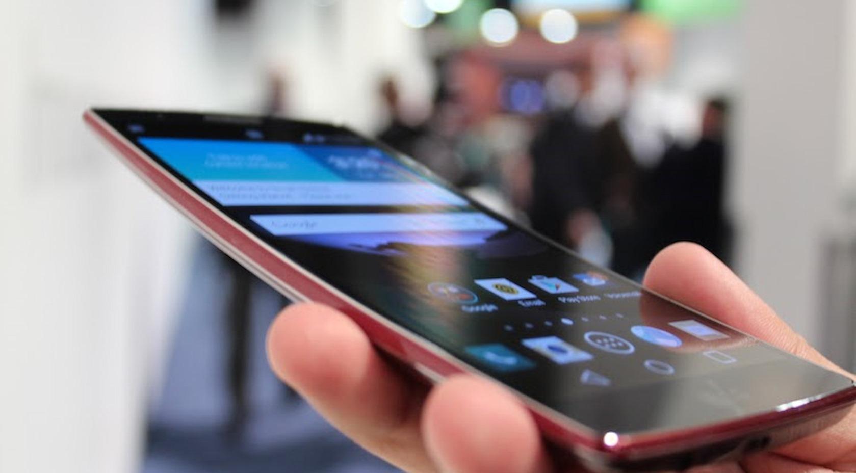 Телефон с изогнутым экраном LG G Flex