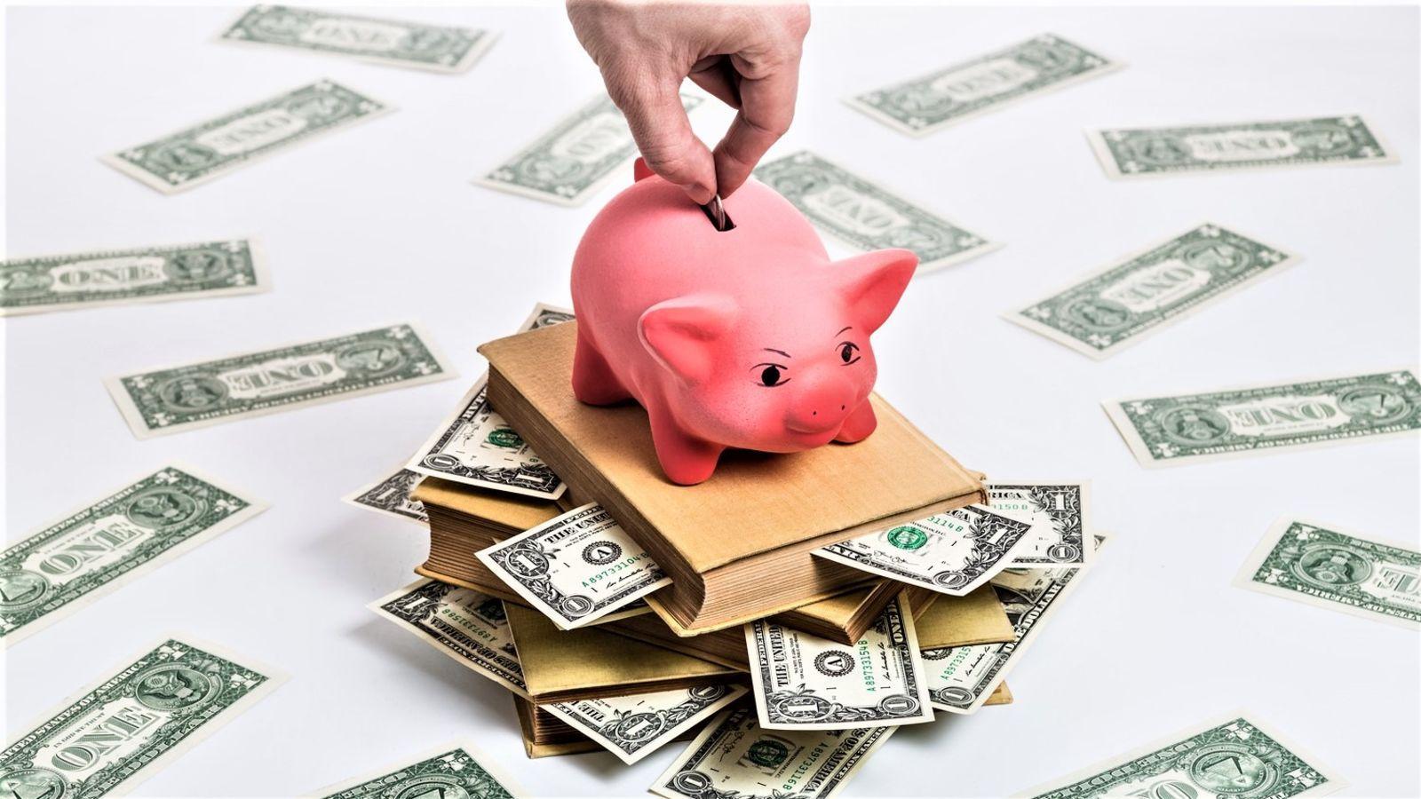 """Почему мы обозначаем американский доллар знаком """"$"""" ... и что у него общего с японской иеной?"""
