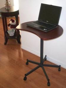 Столик для ноутбука: купить или нет?