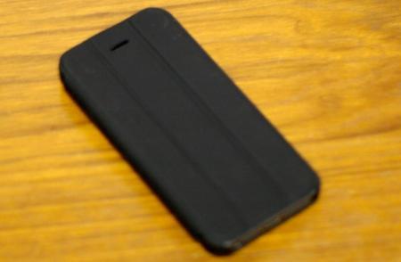 Чехол для iPhone 5 и 5S RevJams FlipBack – почти Smart Cover