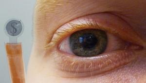 Исследователи разработали контактные линзы со встроенным LCD экраном [видео]