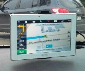 Планшет-навигатор-видеорегистратор: автомобильная медиасистема FreeLander PD20
