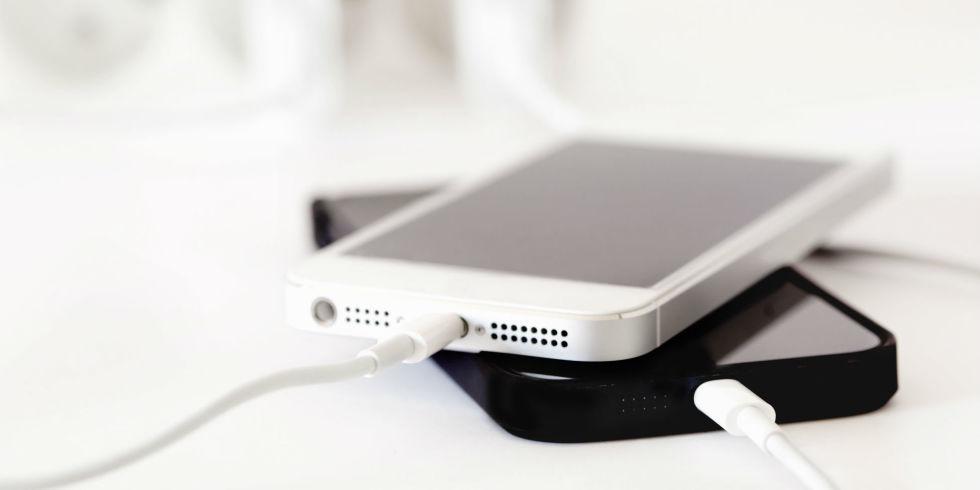 Как быстро зарядить телефон: 8 полезных советов для Айфон и Андроид