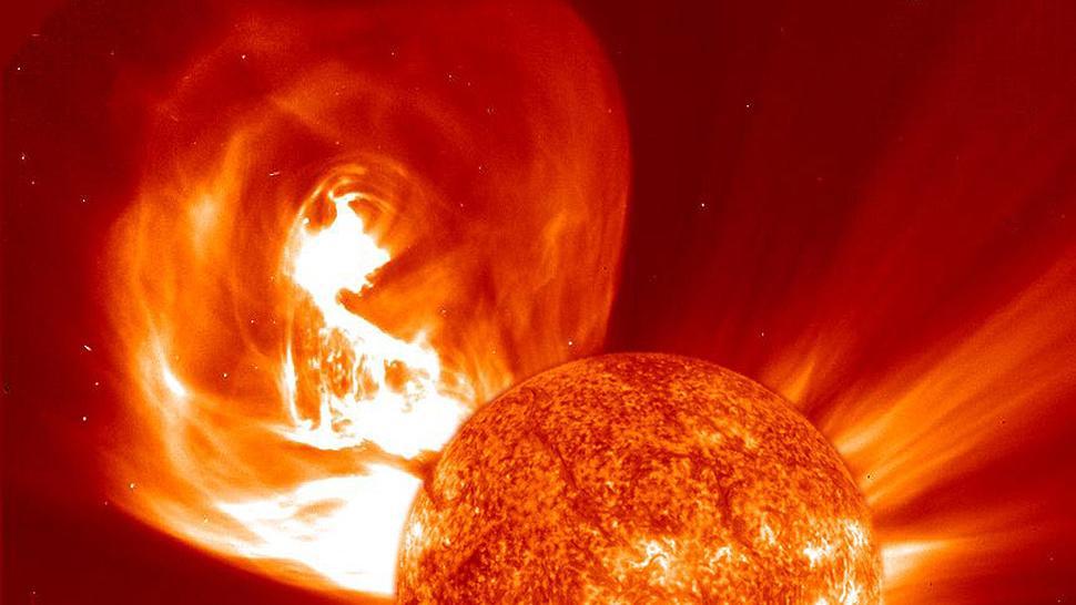 Мощнейшая вспышка на солнце детально показана в ролике, выложенным в сеть NASA