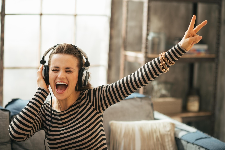 Слушаем мелодии, повышающие настроение, и дарим их своим друзьям