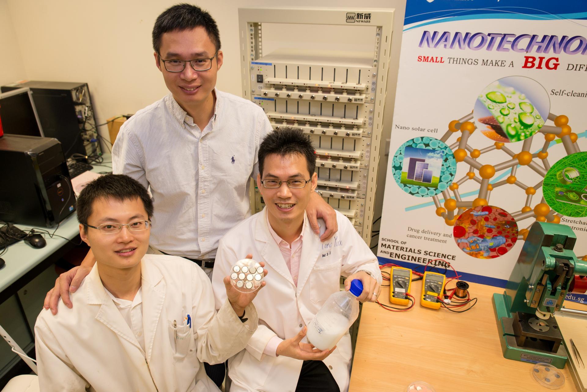 Ученые из Сингапура изобрели батарею, которая за 2 минуты заряжается на 70%