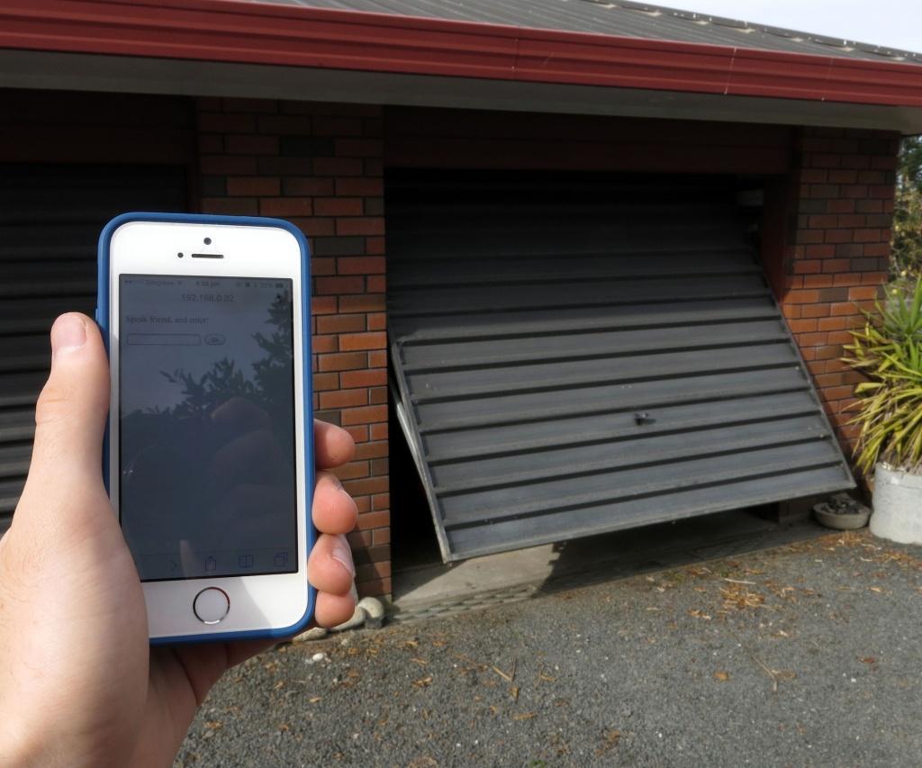 Используем смартфон в качестве пульта дистанционного управления воротами гаража
