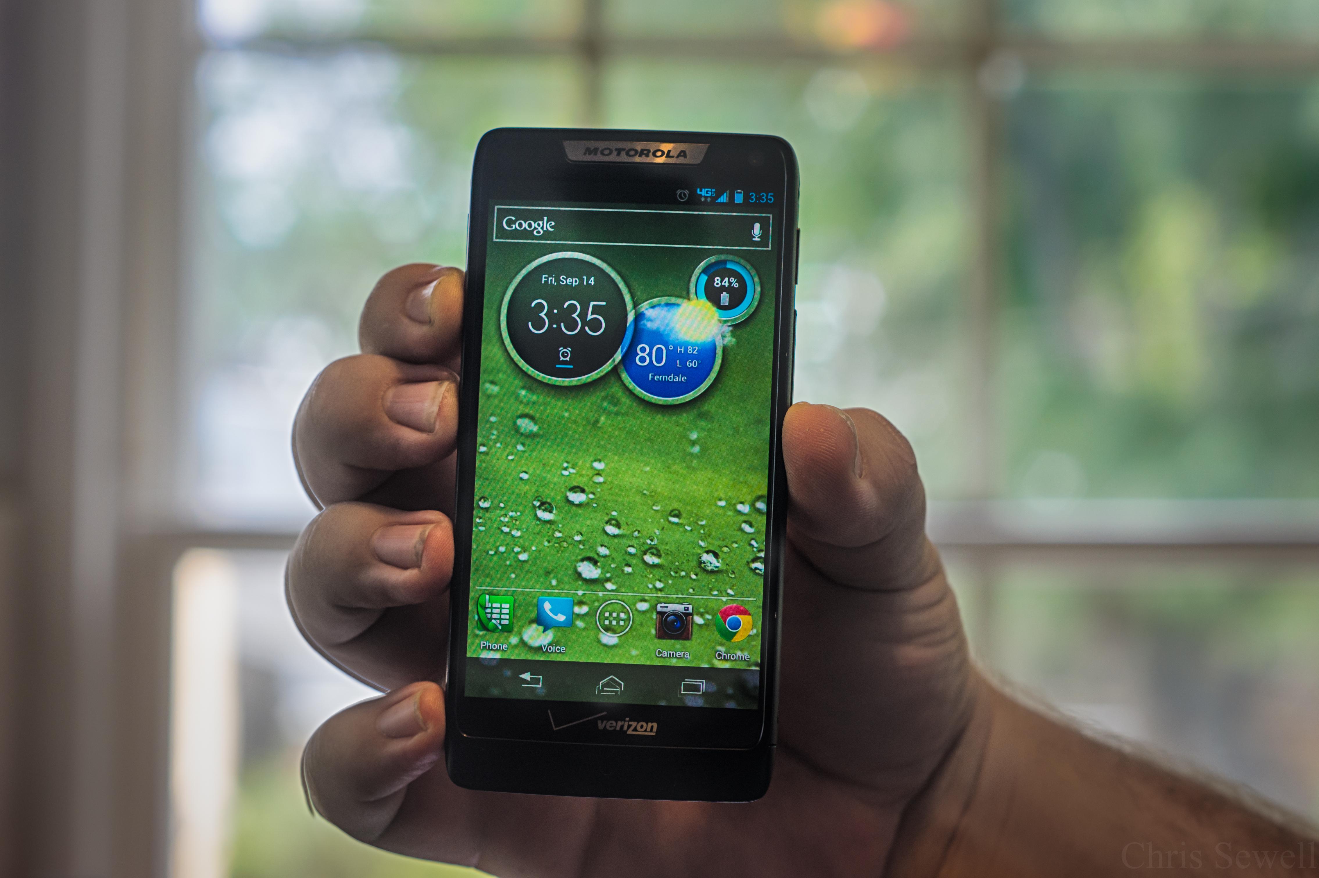 Motorola Droid Razr M — богатая начинка в миниатюрной упаковке [обзор]