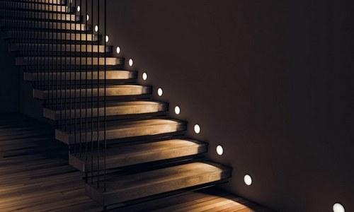 Встраиваемые и накладные: светильники для лестниц и их особенности